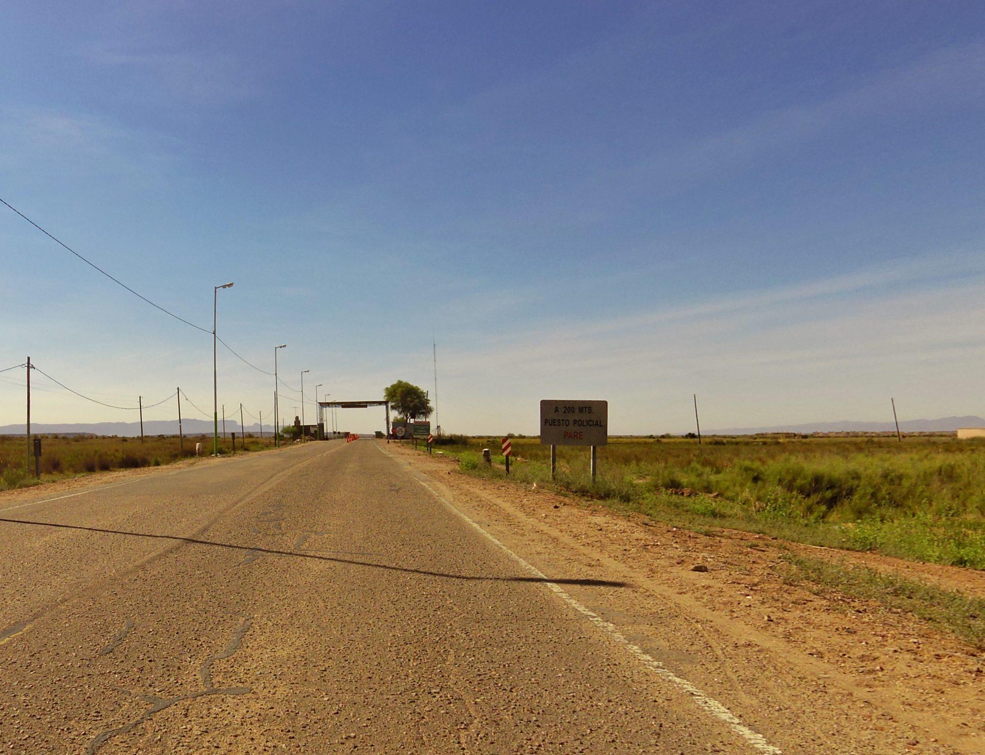 Typische Polizeikontrolle in Argentienen