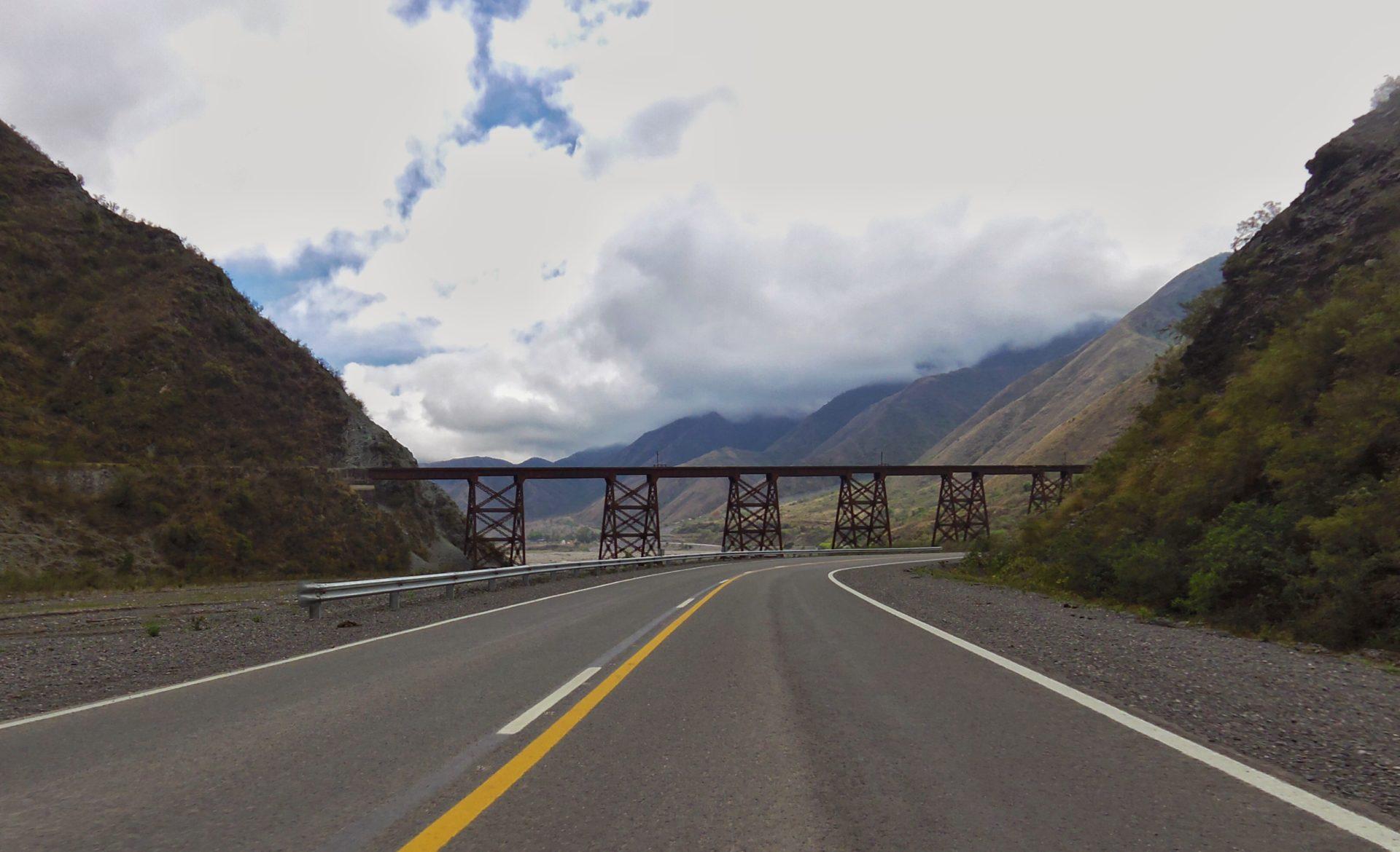 Brücke für den Nebelzug