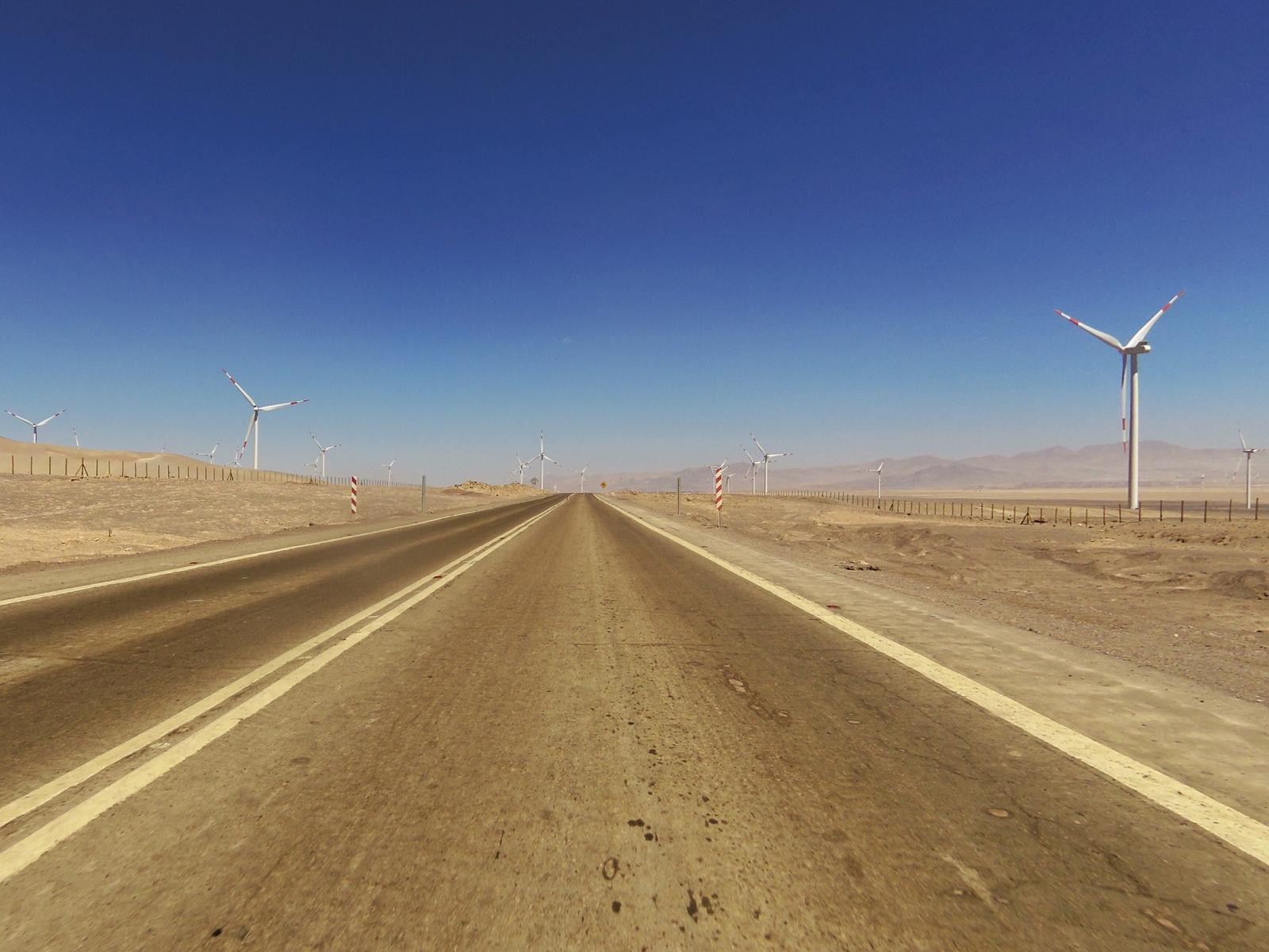 Windräder am Strassenrand