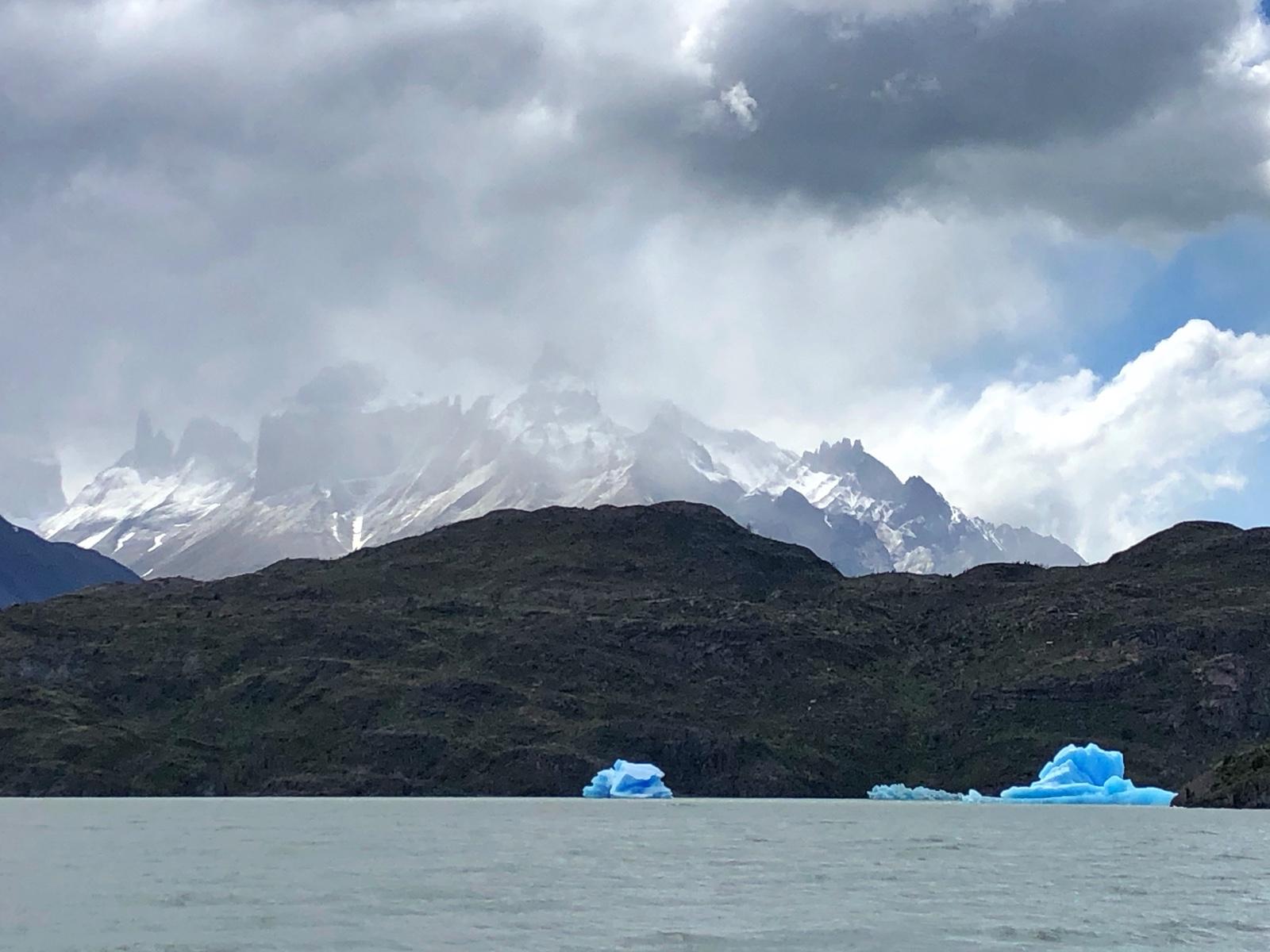Blick vom Lago Grey. Das Eis kommt vom Glacier Grey.